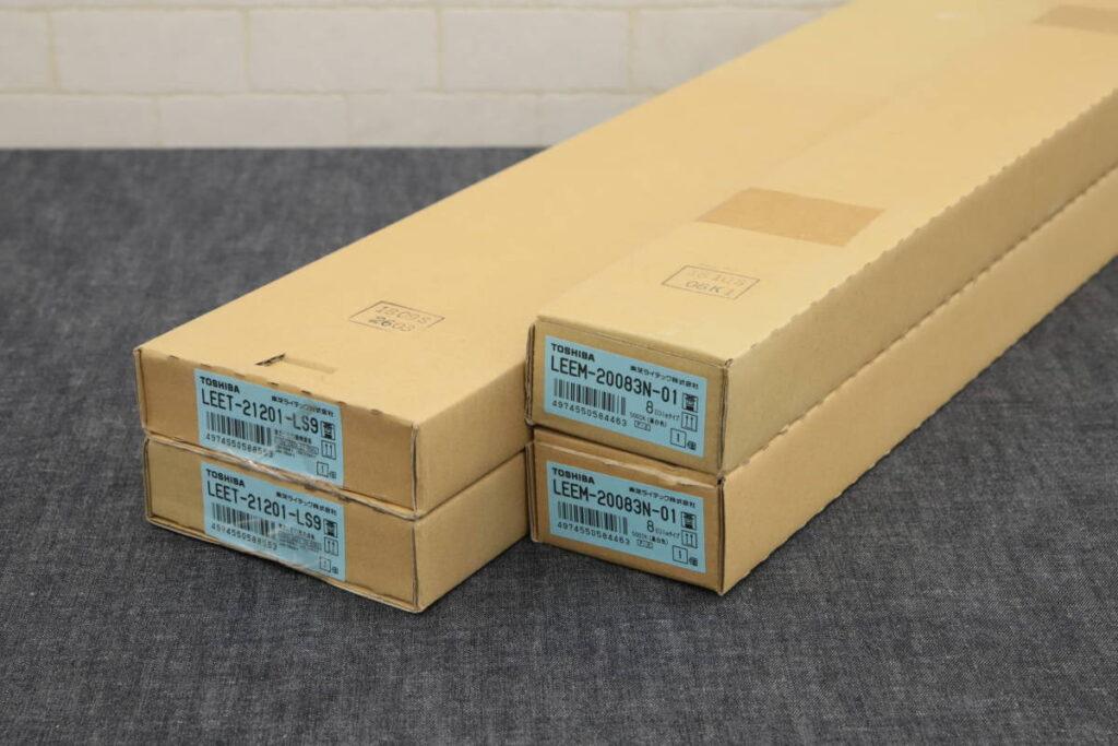 未使用 TOSHIBA LED照明器具 TENQOO直付20形W120 非調光 LEET-21201-LS9×2 LEEM-20083N-01×2 計4箱 LEDバー 800タイプ (2019年7月買取)